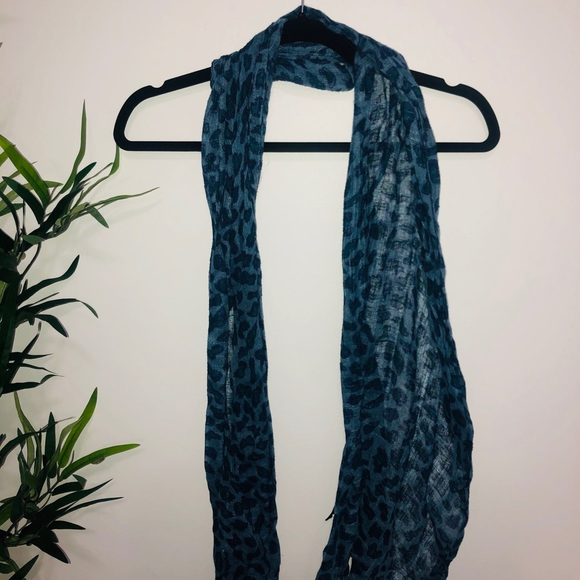 Blue cheetah scarf 💙